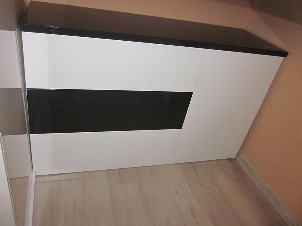 komoda na wymiar czarno biala