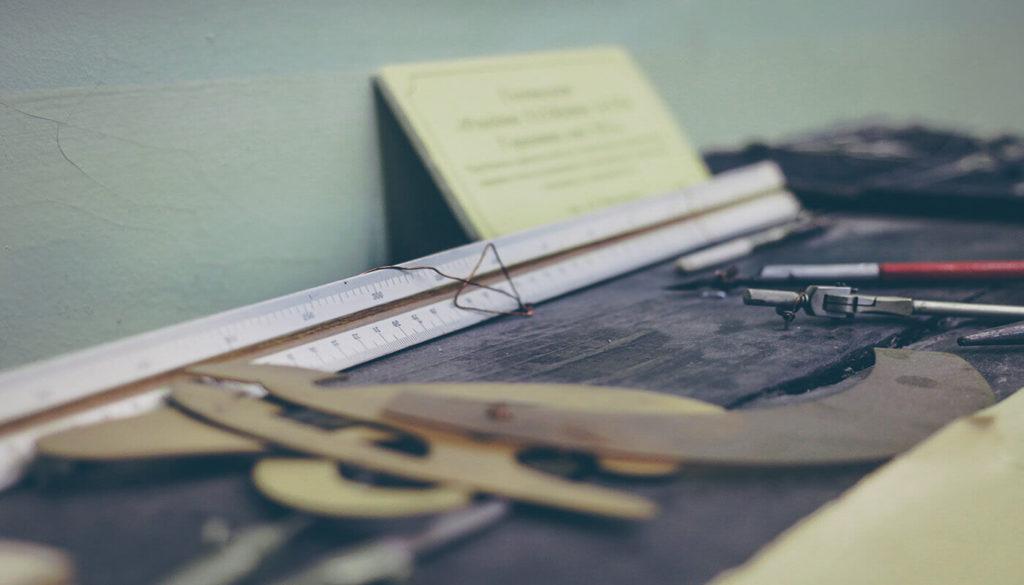 narzędzia do mierzenia mebli